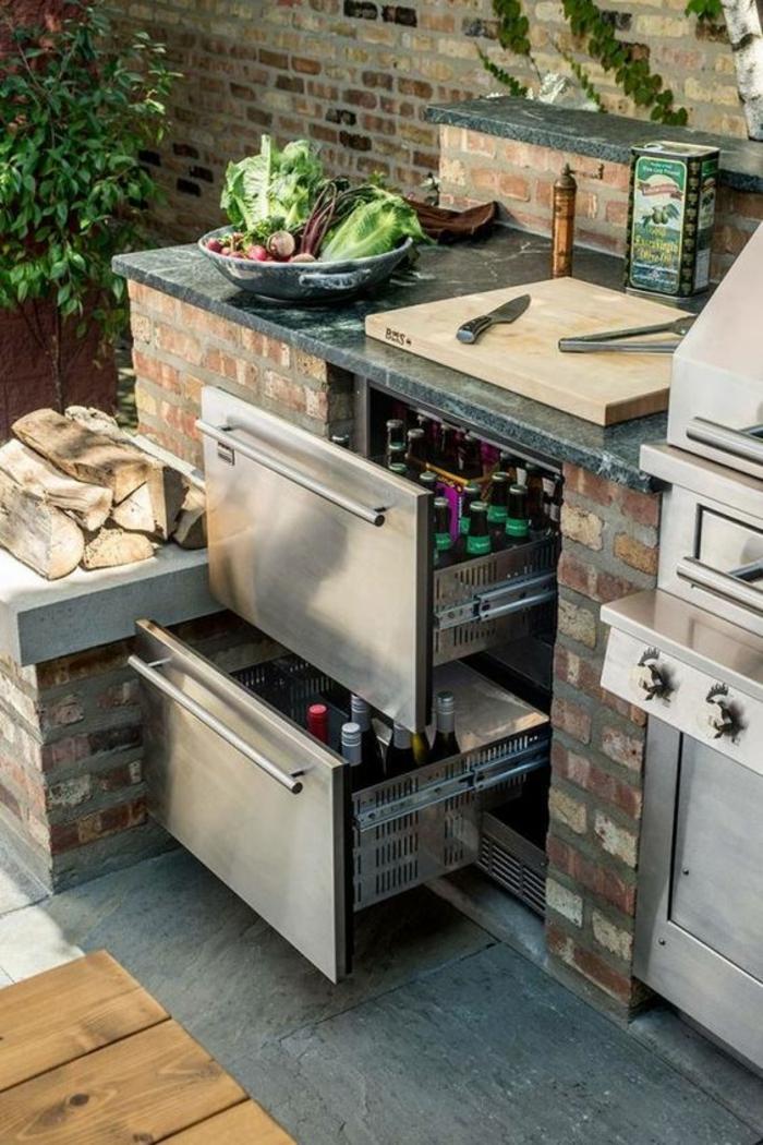 plan de travail en marbre, cuisine exterieure en pierre au design fonctionnel