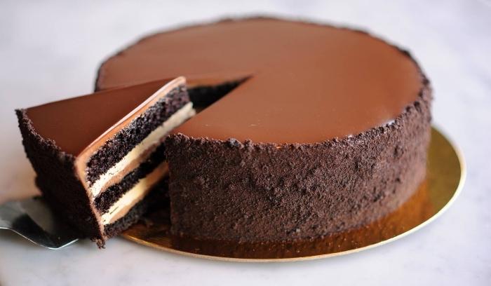 faire un gâteau chocolat en layers, idée recette sucrée sans oeufs au chocolat, magnifique gâteau fait maison au chocolat