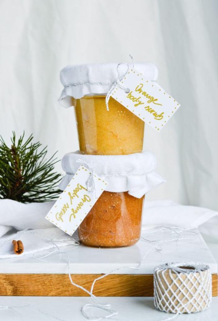 recette de gommage maison gourmand et nourrissant au sucre, à l'orange et à la cannelle