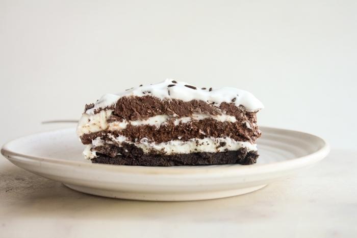idée dessert sans oeuf, comment préparer un gâteau en layers chocolat et crème sans oeufs, exemple gâteau chocolat