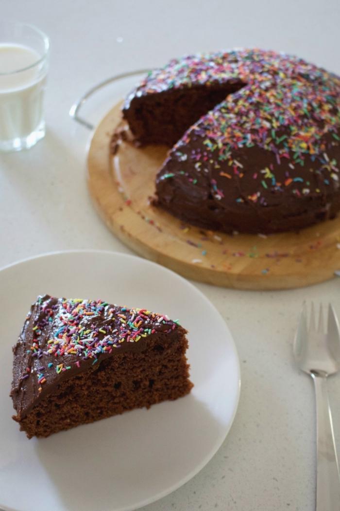 faire un gâteau au chocolat, idée recette sucrée sans oeufs, exemple de gâteau au chocolat facile sans oeufs