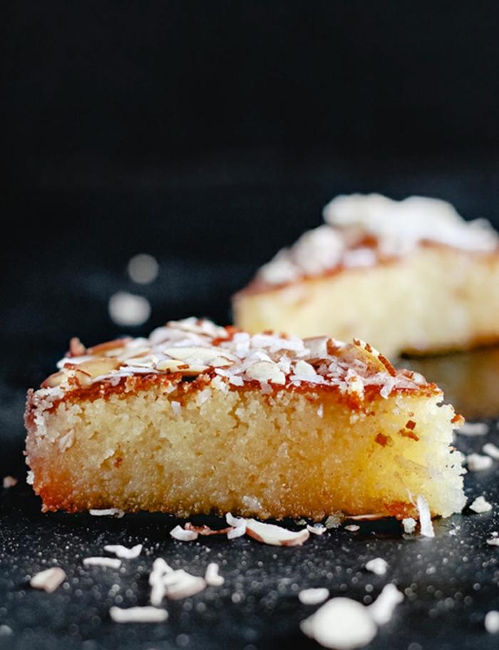 recette gateau sans oeuf, gâteau basbousa aux amandes filées