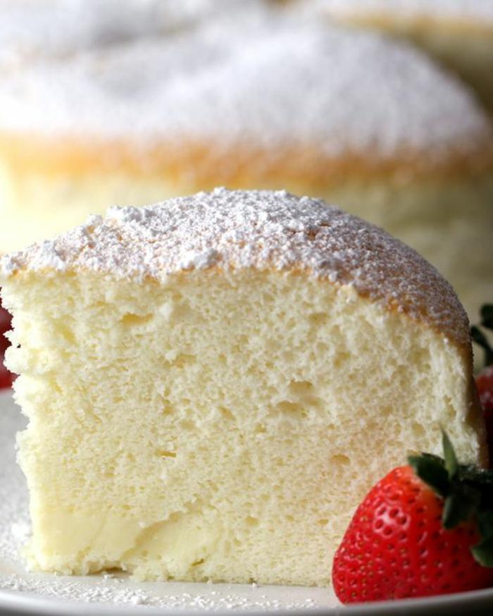 recette gateau sans oeufs, cake sapoudré de sucre en poudre