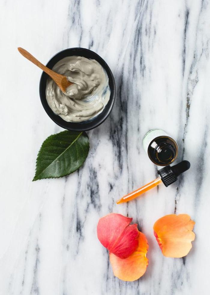 une recette facile de masque d'argile visage à trois ingrédients