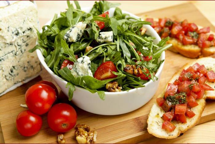 Presentation salade composée; salade de riz originale bruscette
