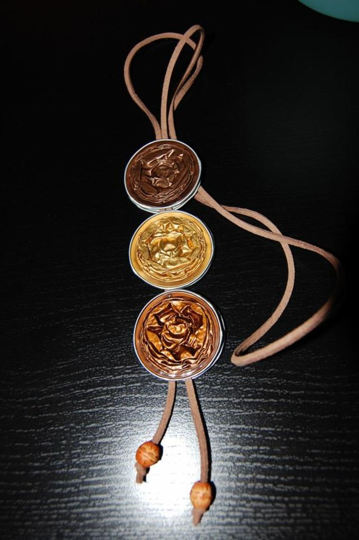 recyclage capsules nespresso, collier avec pendentif en gamme marron