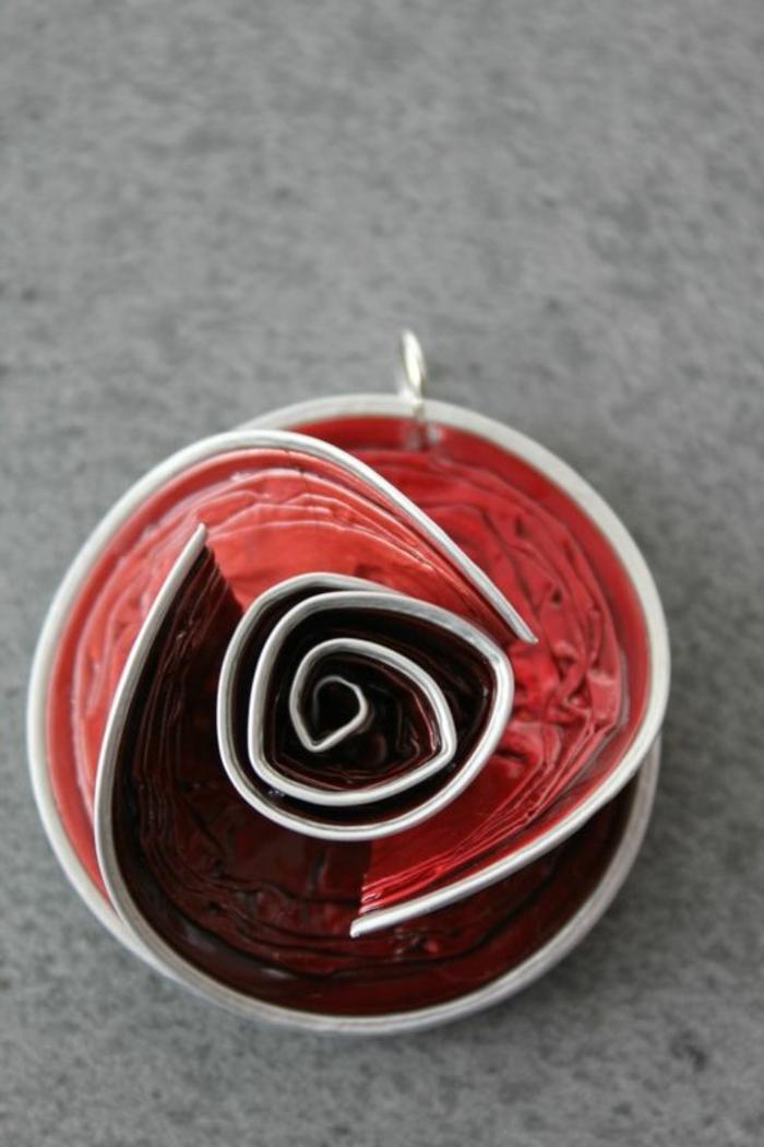 recyclage capsules nespresso, pendentif pour collier rose