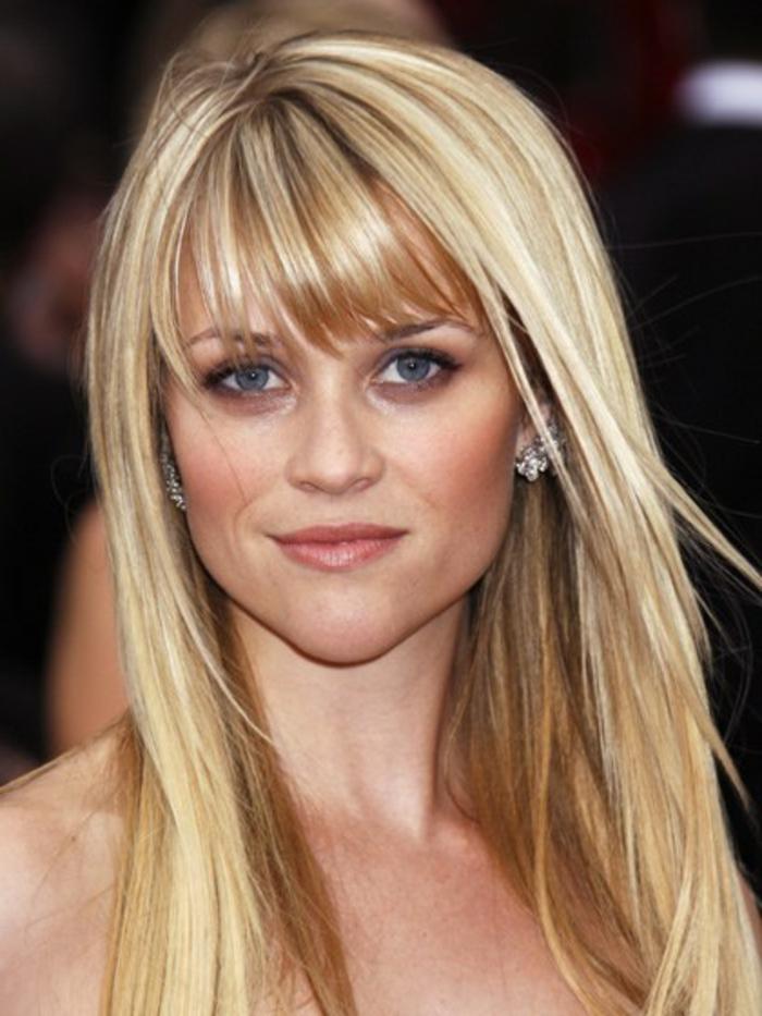 reese witherspoon, visage carré, coupe de cheveux femme, dégradé long avec frange, look naturel, tapis rouge, morpho coiffure