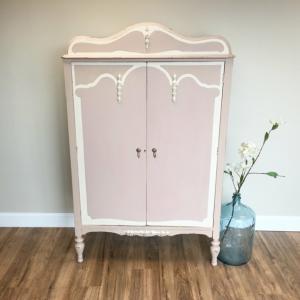 Relooker une armoire ancienne - trois techniques et plusieurs belles réalisations