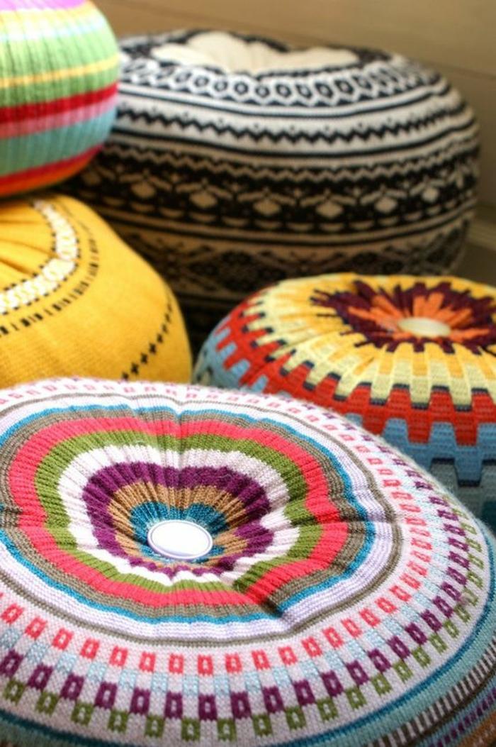 pouf tricot, comment faire un pouf en pull-over, pouf pour enfant, tissu multicolore