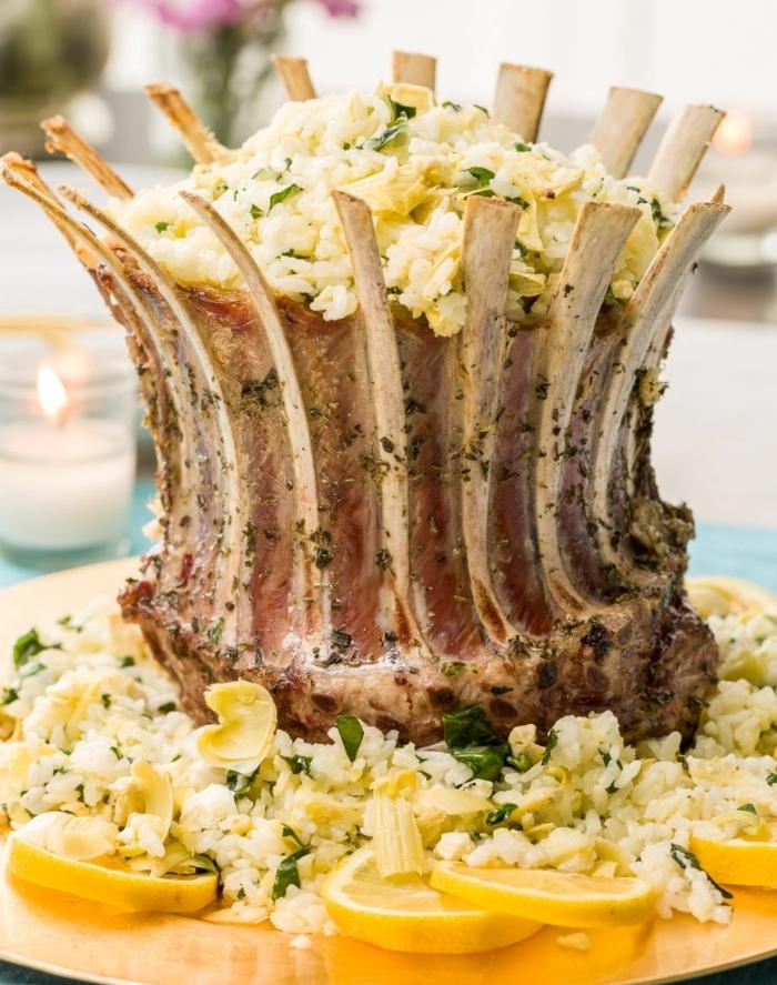 carré d'agneau rôti aux herbes et épices, riz et citron, idée de recette de paques, menu pascal
