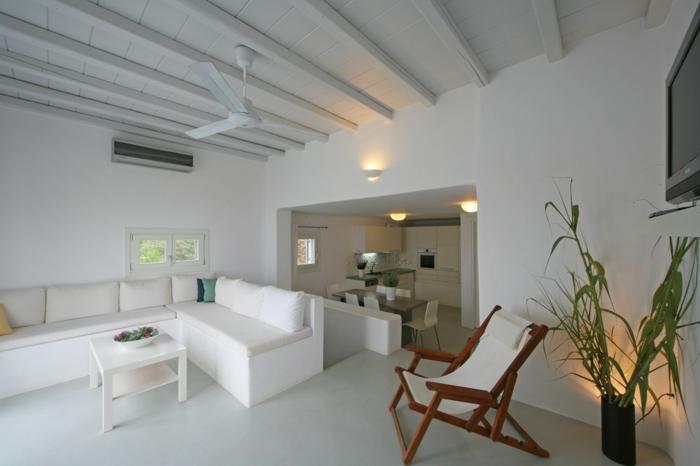 décoration grecque, canapé d'angle, petite table base, ventilateur de plafond