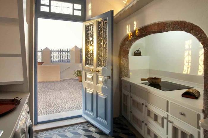 meuble en pierre grec, porte en bois et verre, arc en pierre, cuisine grecque