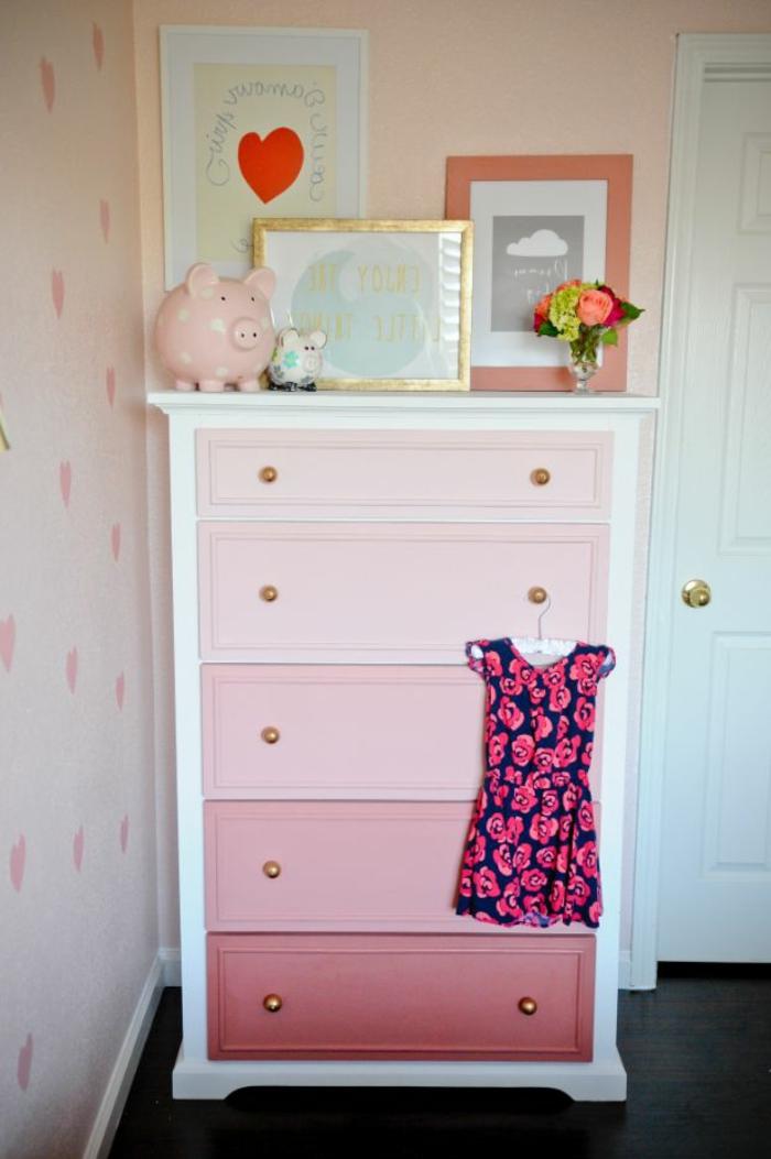 cutomiser une commode à la peinture, couleur rose, effet ombré, DIY déco chambre à faire soi meme, images decoratives, diy chambre ado