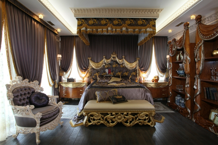 chambre baroque, plafond avec déco en plâtre, lit baroque, décoration en or, meuble baroque