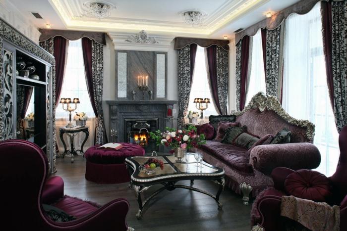 meubles de charme, parquet en bois foncé, plafond suspendu, lustre en cristaux, rideau baroque