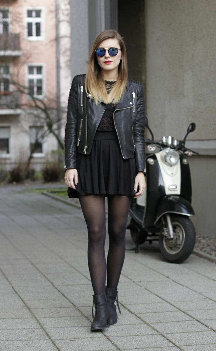 s habiller en noir, collants, veste en cuir, lunettes de soleil effet miroir, manucure noire