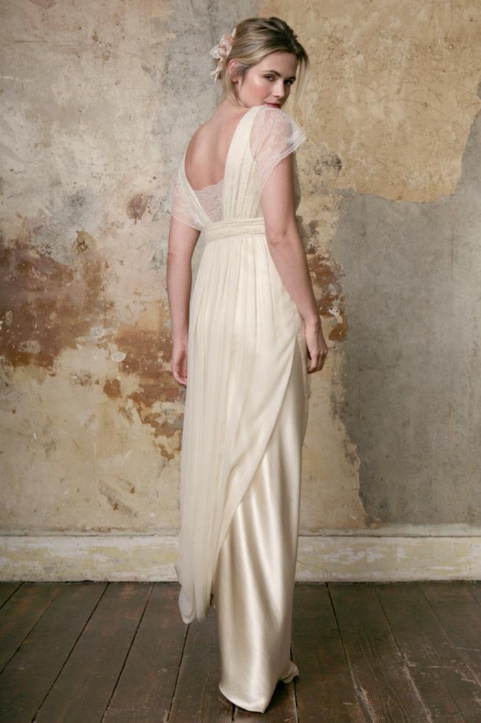 robe de mariée grecque, couleur champagne, manches tombantes en voile et dentelle