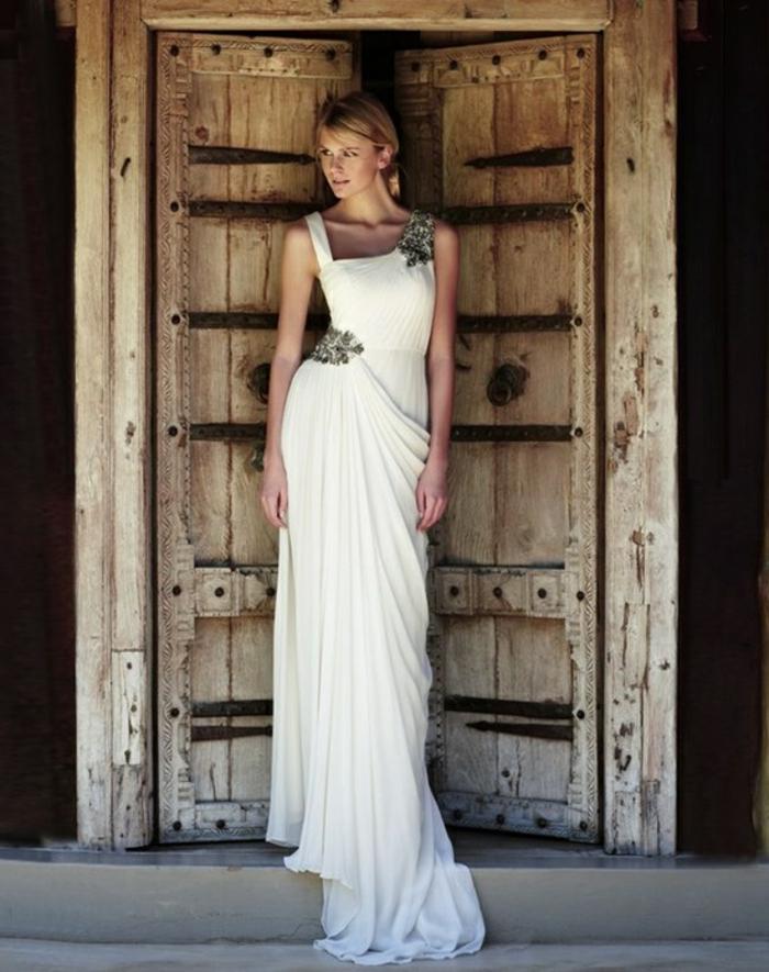 deesse grecque, robe de mariée longue, col asymétrique, bretelle en déco florale
