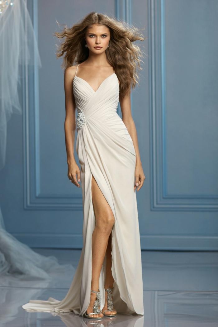 robe grecque antique, bustier en V, robe à ouvertes jambes, décoration fleur