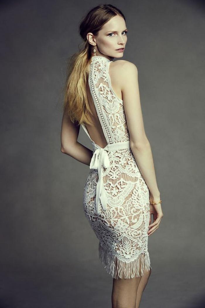 une robe de mariée courte dentelle, robe à dos trou de serrure style bohème