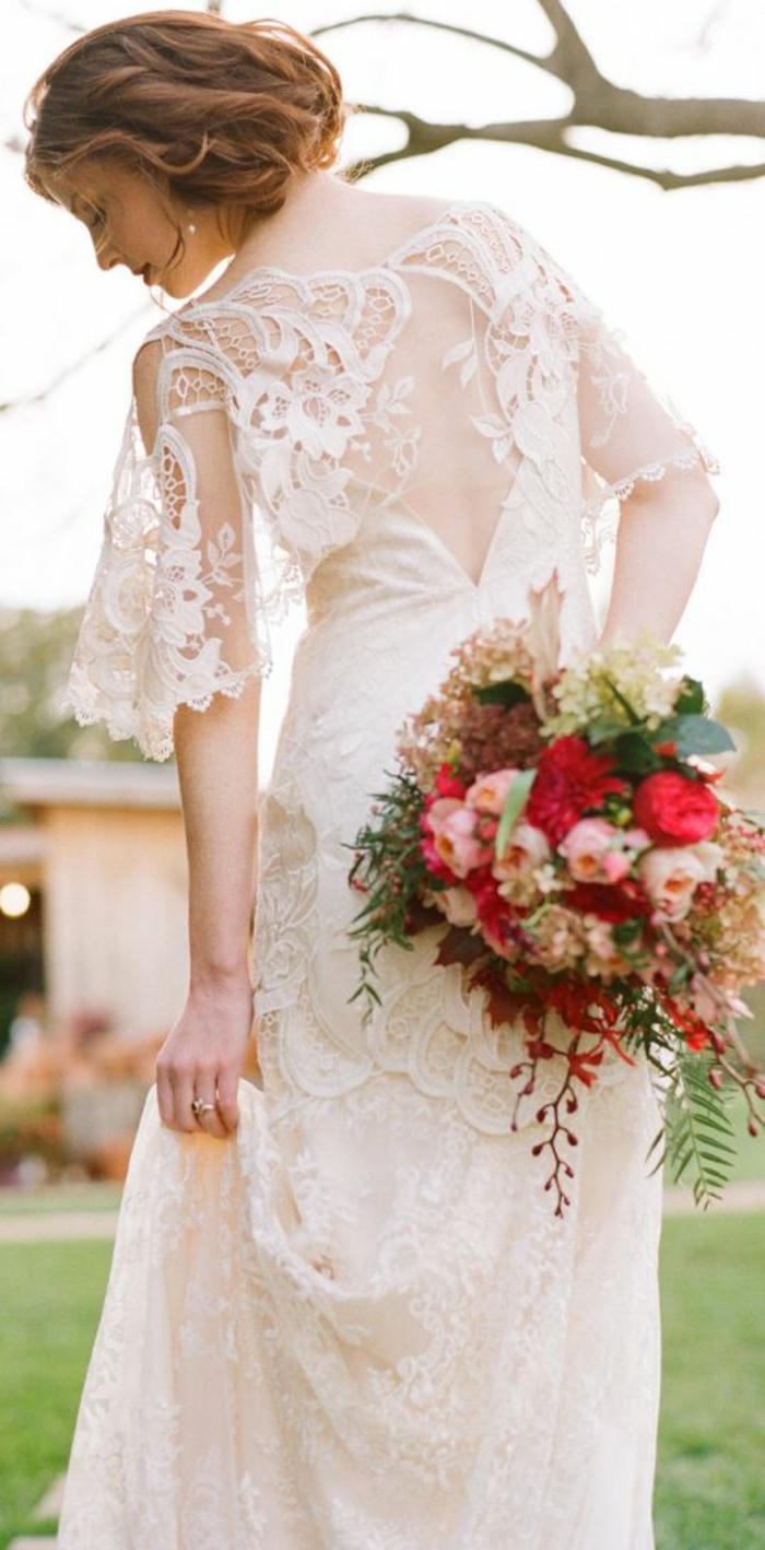 robe à manches évasée, vision bohème chic romantique, robe de mariée manche dentelle