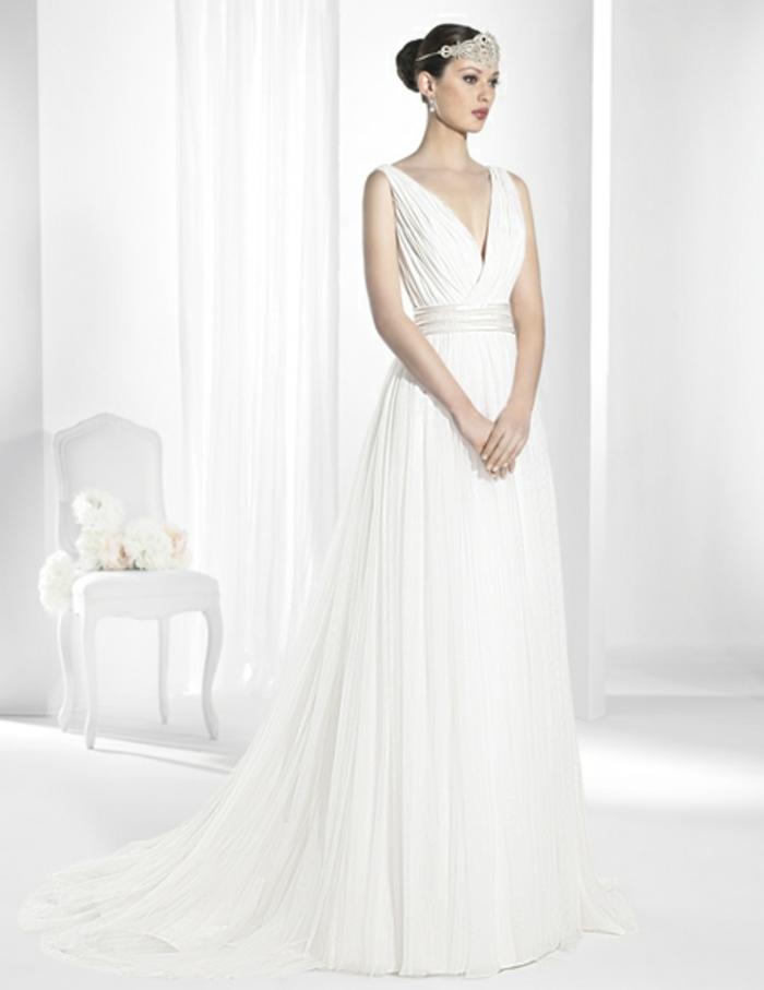robe grecque, décolleté en V, ceinture en organza, couronne en diamants