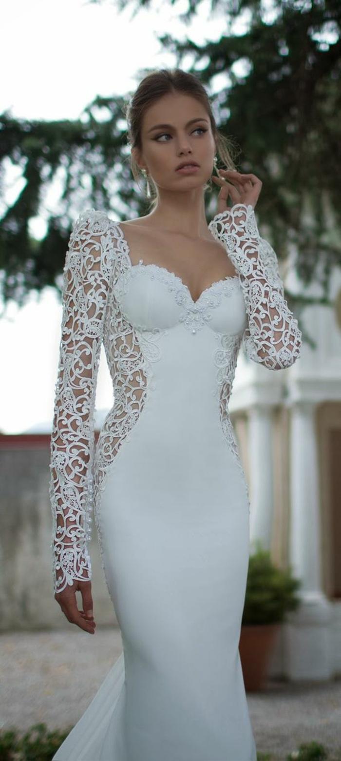 un look chic et élégant, robe de mariée moulante à manches longues en dentelle