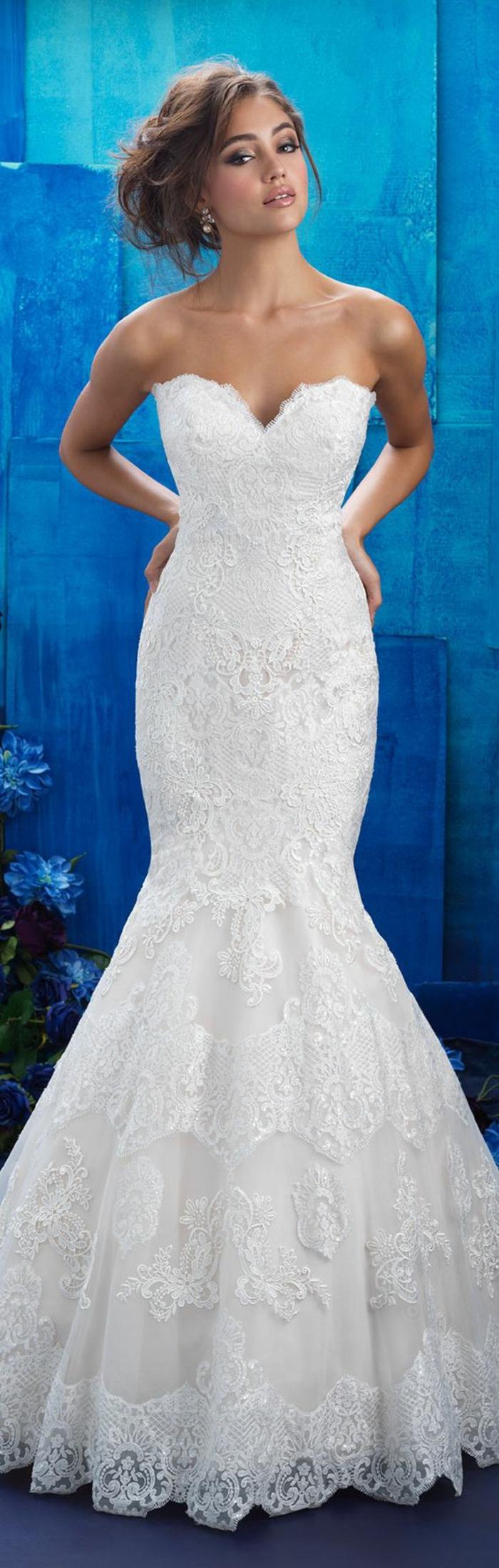 une robe de sirène à bustier coeur pour un côté chic, robe de mariée moulante évasée vers le bas