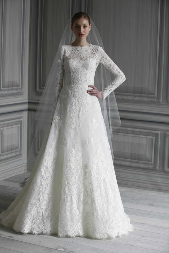 une silhouette de mariée traditionnelle et élégante, robe de mariée dentelle modèle conservateur aux manches longues