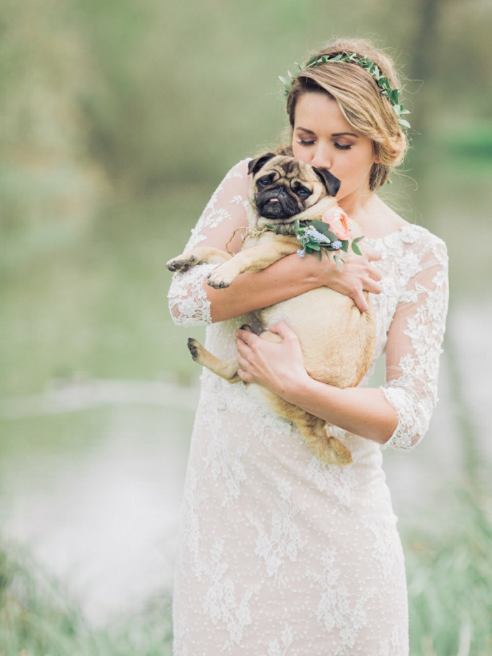 une robe de mariée dentelle à coupe droite et fluide, mariage bohème chic