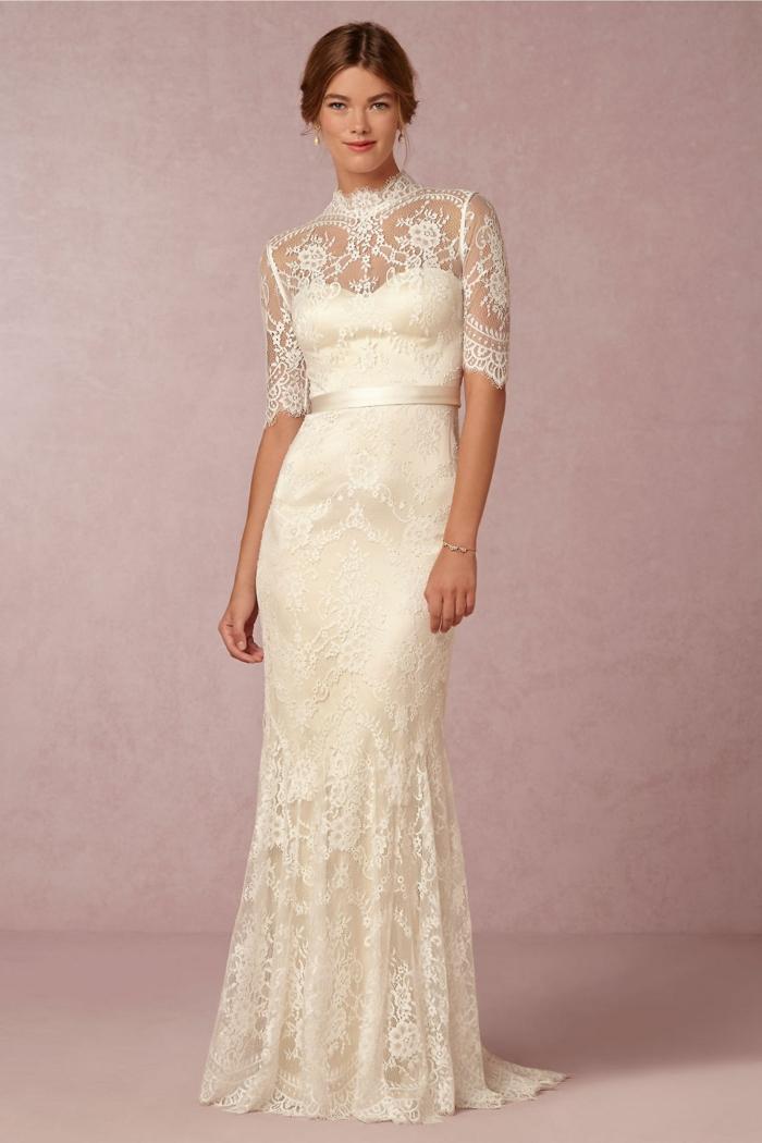 modèle de robe de mariée dentelle d'une touche vintage, couleur écru