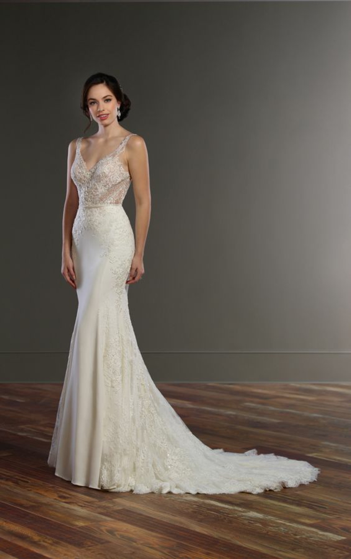 silhouette élégante et féminine, robe de mariée moulante évasée vers le bas, décolleté en v très chic
