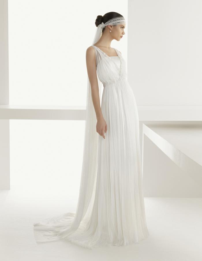 deesse grecque, robe blanche et longue, bretelles en dentelle, voile de mariée en dentelle