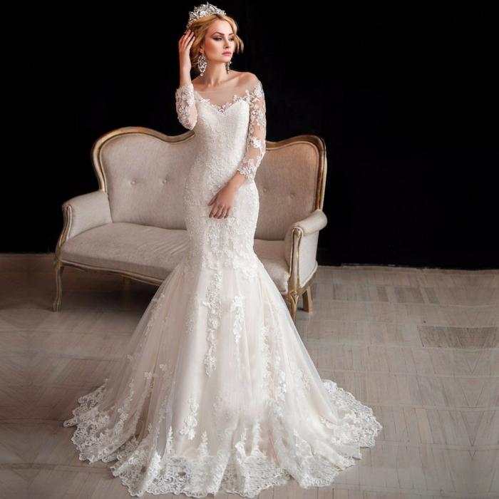 robe déesse grecque, couronne en diamants, cheveux blonds, robe en forme sirène