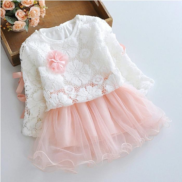 quelle tenue pour un baptême, jupe rose en tulle, blouse blanche en motifs floraux, robe pour bapteme