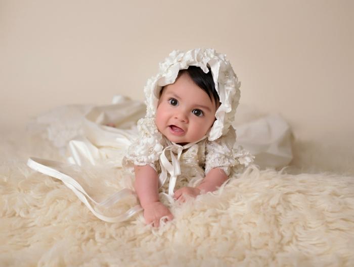 tenue de ceremonie, robe fille en écru et dentelle, chapeau avec lacets, tenue bapteme