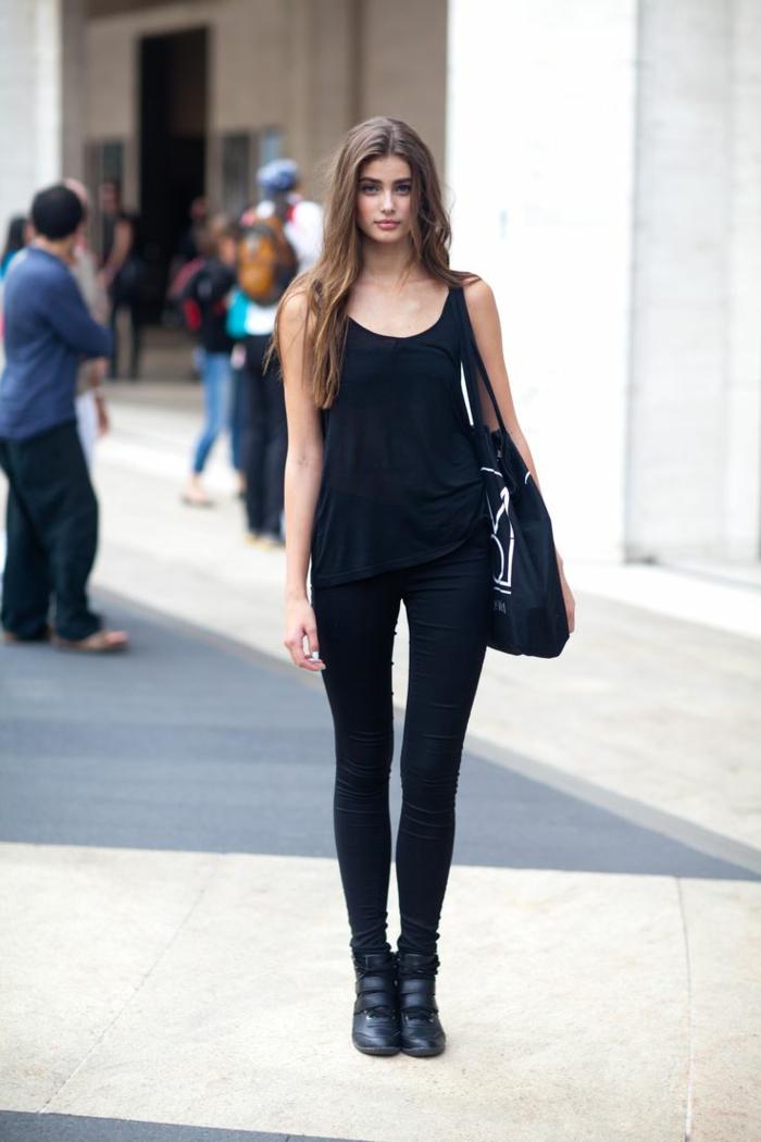 tenue avec bottines, débardeur noir, pantalon noir, sac à main noir