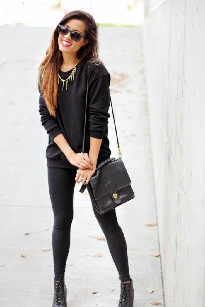 tenue avec bottines à lacets, collier en or, lèvres rouges, sac à main en cuir