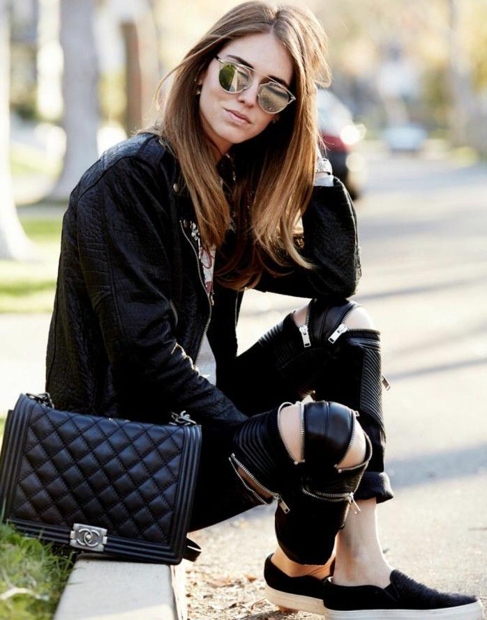 que mettre avec un pantalon noir, lunettes de soleil, veste en cuir, t-shirt blanc