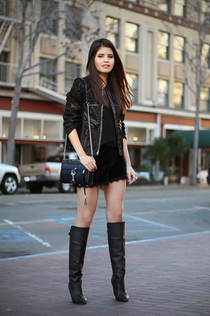 robe bottine, veste en cuir, sac à main noir, botte au-dessus de genoux, cheveux brunes
