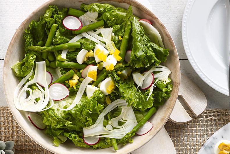 repas de paques, recette de salalde de paques, asperges, laitue, radis, oeufs, salade de printemps, tutoriel