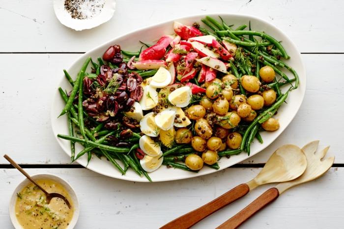 idée pour votre salade de paques, salade aux asperges, radis, pommes de terre, haricots, exemple de menu de paques salade