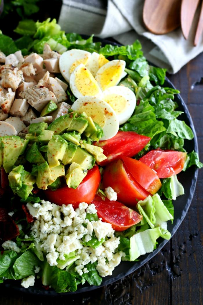 Recette de salade composée originale avec oeuf et avocat