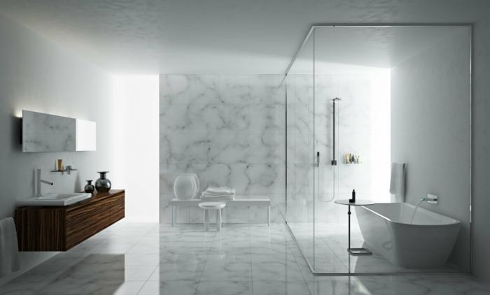 salle de bain en marbre, baignoire blanche, colonne de douche, vasque à encastrer, meuble sous vasque en bois, miroir rectangulaire