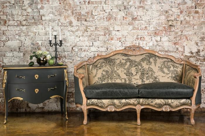 meubles de charme, murs en briques, plancher en marbre, armoire noire avec déco dorée, deco baroque