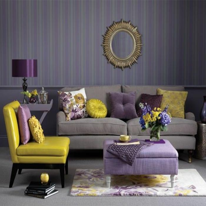 salon jaune et gris, petit salon original avec accents pourpres, miroir décoratif