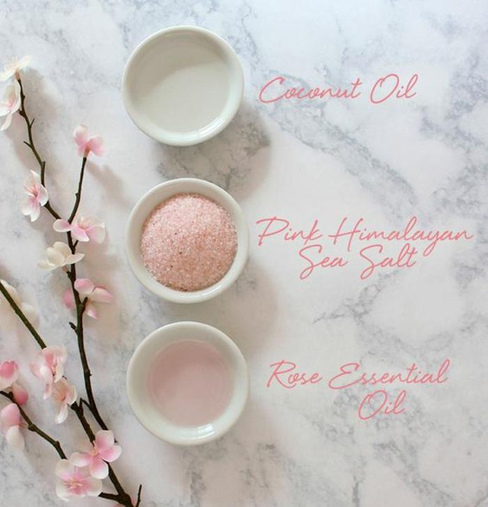 recette de gommage maison tonifiante au sel rose de l'Himalaya, huile de noix de coco et huile essentielle