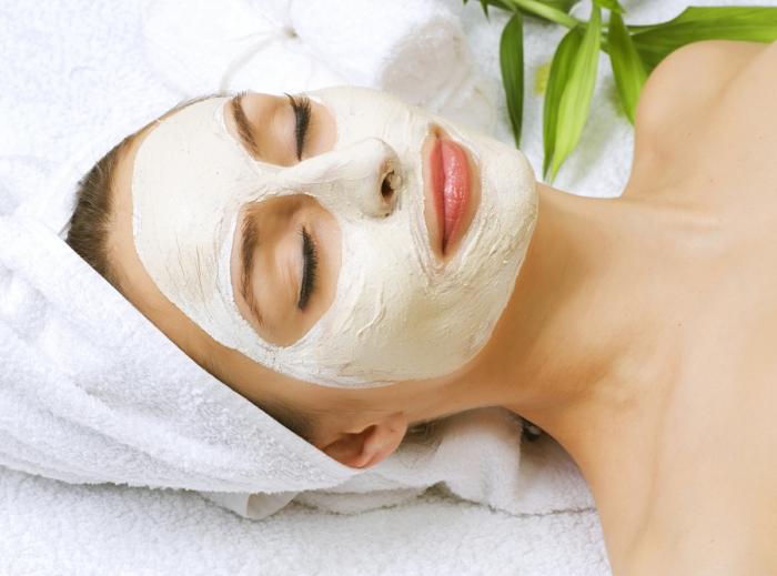 préparer une masque d'argile visage pour une peau douce et saine