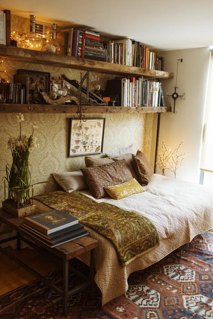 deco chambre boheme, tapisserie, étagères à livres, guirlande lumineuse